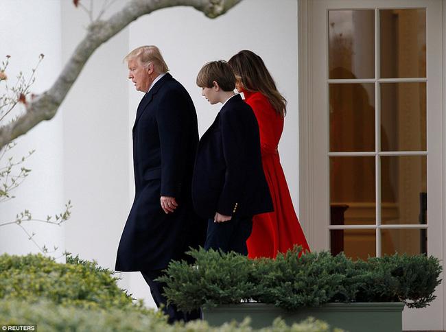 Ông bà ngoại cũng đi nghỉ dưỡng cùng cậu út nhà Tổng thống Mỹ - Ảnh 3.