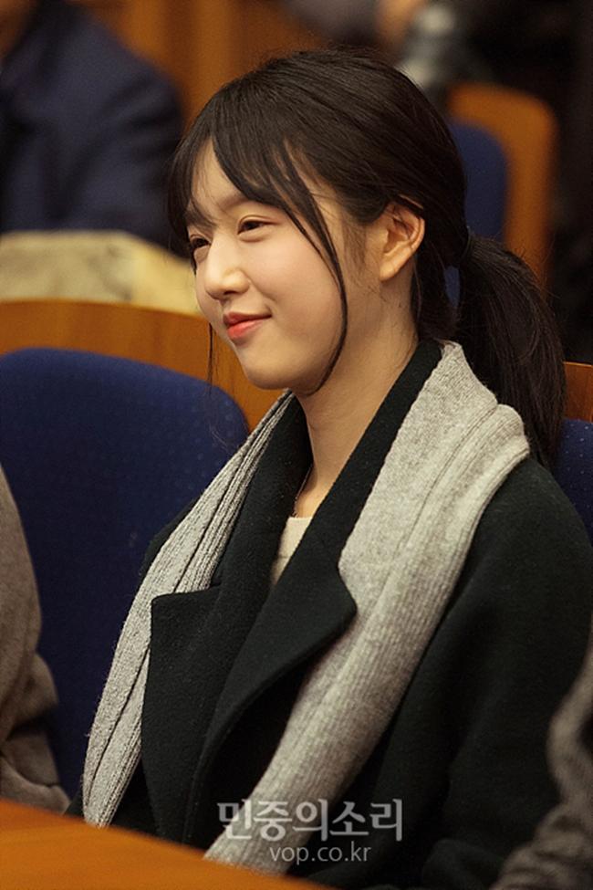 Bố tham gia tranh cử Tổng thống Hàn Quốc, nhưng dư luận lại chỉ tập trung vào cô con gái xinh đẹp - Ảnh 3.
