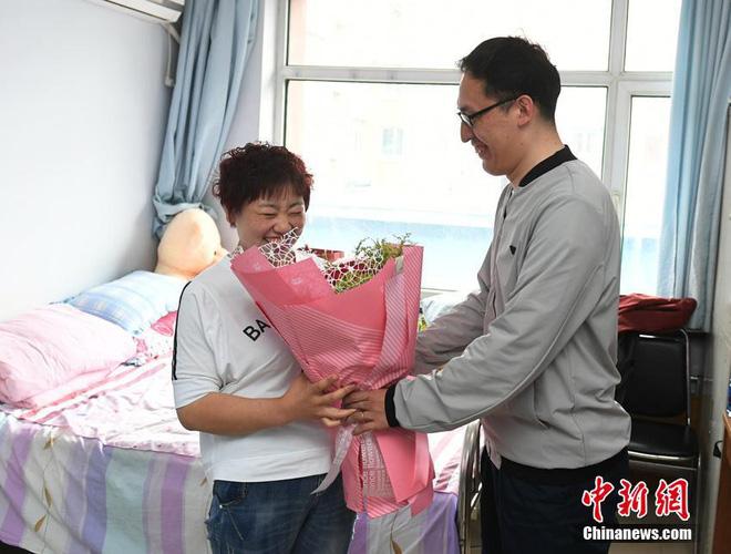 Bị chồng bỏ, bà mẹ đơn thân quyết tâm vứt bỏ 121kg mỡ thừa và cái kết không thể ngọt ngào hơn - Ảnh 3.