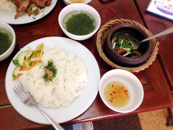 Những quán ăn bình dân mà ngon gắn liền với khu Đại học Bách Khoa - Ảnh 7.