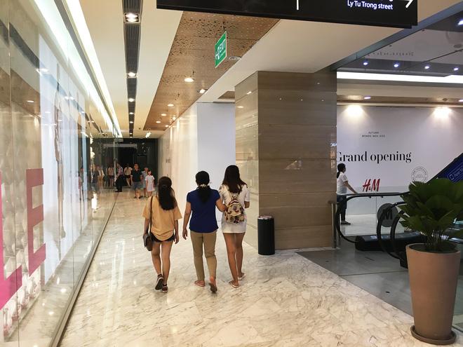Store H&M mở ngay cạnh Zara, 7/7 tới giới thiệu BST đầu tiên tại Việt Nam! - Ảnh 3.