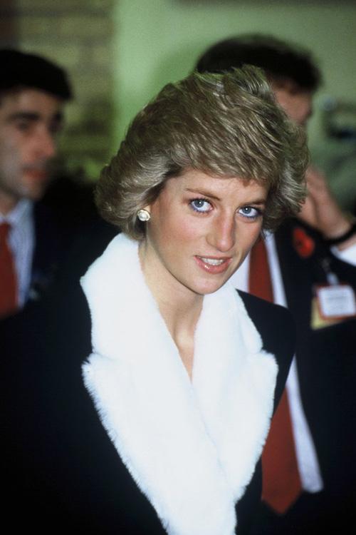 Không phải đen hay nâu, công nương Diana chỉ trung thành với kẻ mắt xanh dương - Ảnh 3.