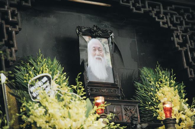 Tang lễ thầy Văn Như Cương: Học sinh trường Lương Thế Vinh hát khi linh cữu đi qua - Ảnh 24.