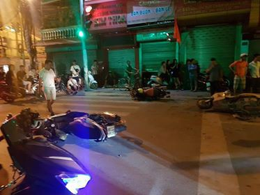 Hải Phòng: Xe điên đâm hàng loạt xe máy dừng đèn đỏ khiến nhiều người nhập viện - Ảnh 3.