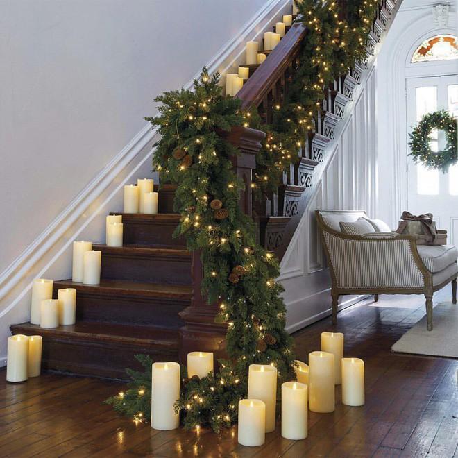 Ý tưởng trang trí cầu thang đơn giản mà lung linh để đón Giáng sinh đang tới gần - Ảnh 3.