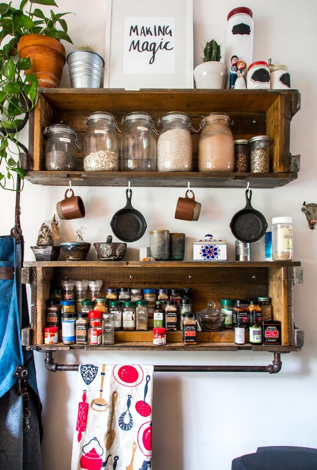Nhà bếp lộn xộn bỗng tạo cảm giác gọn gàng, ngăn nắp chỉ trong tích tắc nhờ những mẹo này - Ảnh 3.