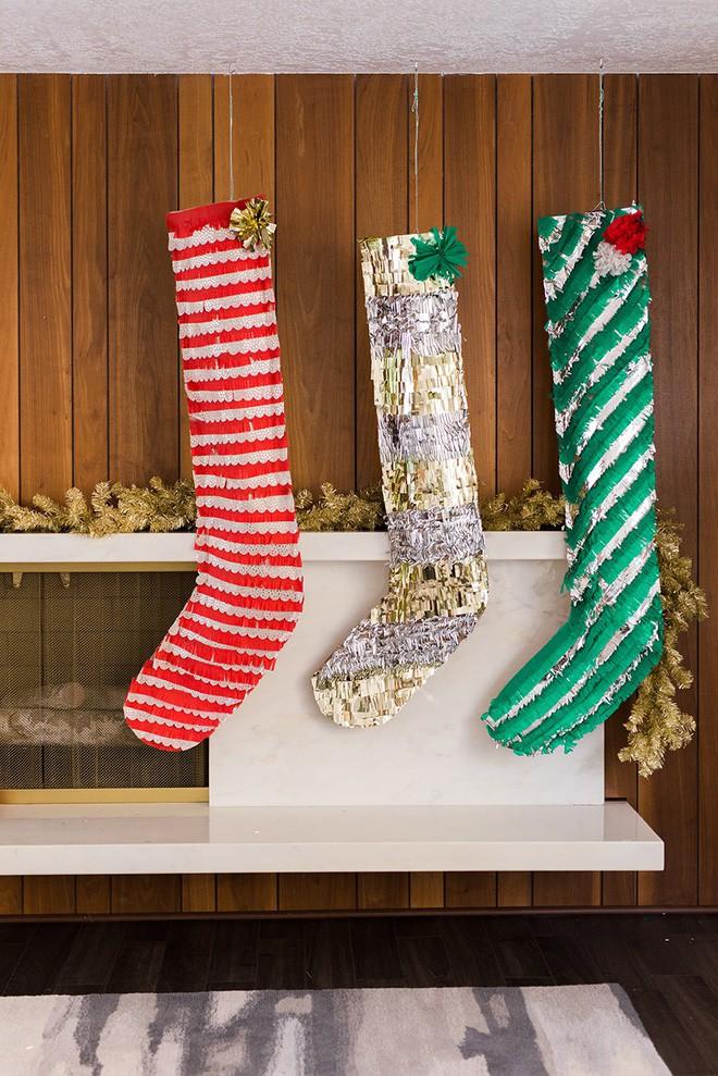 Trang trí nhà đón Noel bằng những chiếc tất - vừa lạ, vừa dễ thương, vừa dễ làm - Ảnh 3.