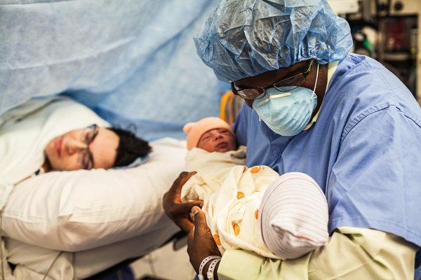 Xúc động những khoảnh khắc diệu kì của những ông bố khi lần đầu nhìn thấy con vừa chào đời - Ảnh 21.