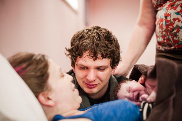 Xúc động những khoảnh khắc diệu kì của những ông bố khi lần đầu nhìn thấy con vừa chào đời - Ảnh 22.