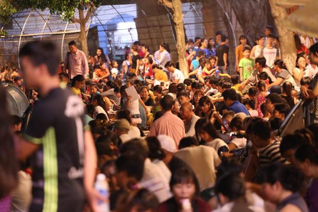 Chùm ảnh: Giới trẻ khắp mọi miền háo hức dạo phố đêm Quốc khánh 2/9 - ảnh 22