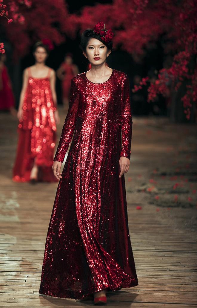 Đến tận ngày cuối cùng của năm 2017, Hoa hậu Kỳ Duyên vẫn phá đảo show diễn của NTK Đỗ Mạnh Cường - Ảnh 23.