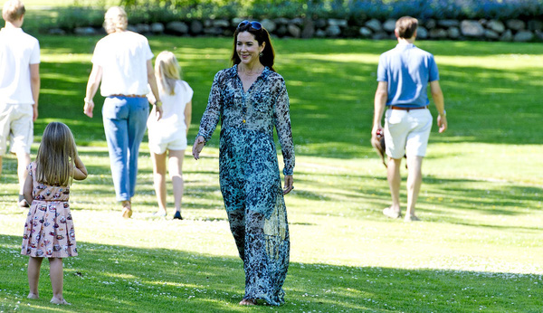Có một vị công nương còn mặc đẹp hơn cả Kate Middleton - Ảnh 26.