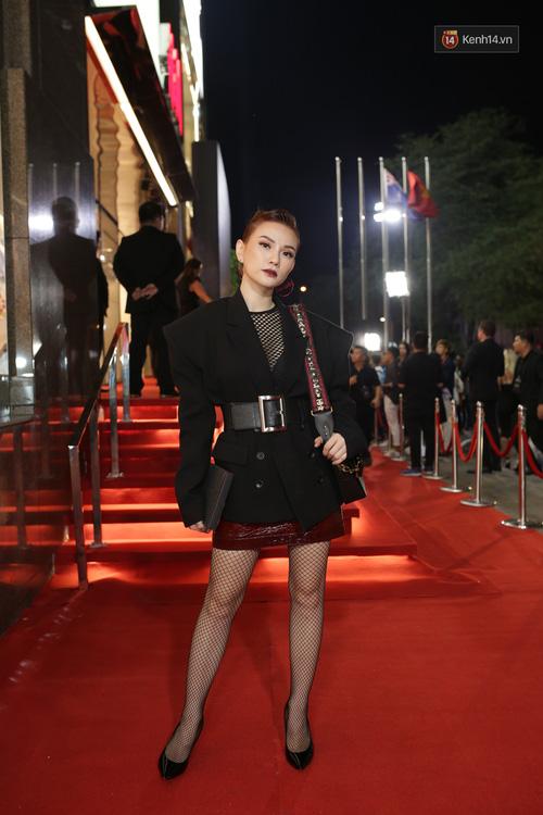 Angela Phương Trinh & Chi Pu quá đỗi sành điệu, công phá thảm đỏ sự kiện ra mắt H&M Việt Nam - Ảnh 24.