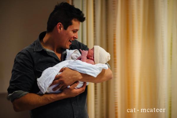 Xúc động những khoảnh khắc diệu kì của những ông bố khi lần đầu nhìn thấy con vừa chào đời - Ảnh 26.