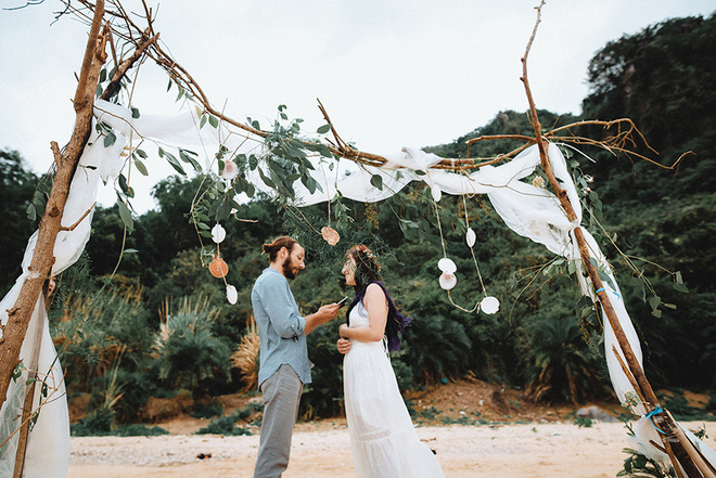 Đám cưới bí mật đẹp như mơ có 1-0-2 của cặp đôi Tây bỏ trốn trên đảo Cát Bà - Ảnh 16.