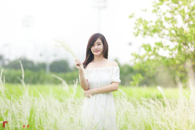 Cô gái lái đò chở khách trẩy hội chùa Hương dịp đầu năm bất ngờ nổi tiếng vì quá xinh - Ảnh 4.