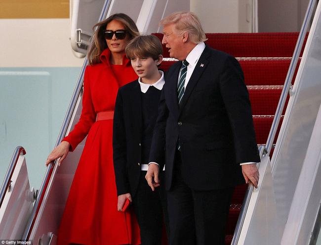 Ông bà ngoại cũng đi nghỉ dưỡng cùng cậu út nhà Tổng thống Mỹ - Ảnh 4.