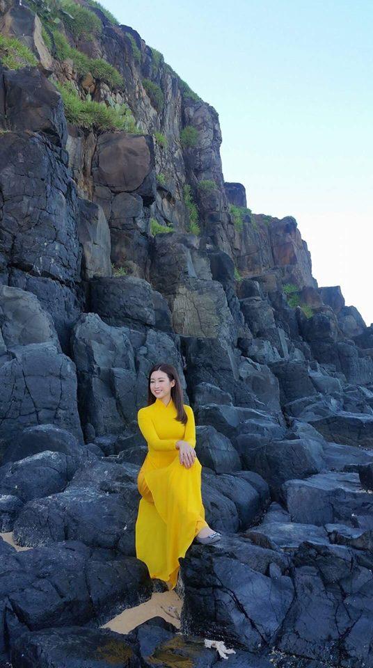 """photo 3 1491983832691 - Hoa hậu Mỹ Linh """"mách"""" hàng loạt món ăn vặt ngon, giá chỉ từ 3000đ ở xứ """"hoa vàng cỏ xanh"""""""