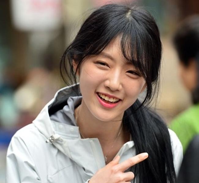Bố tham gia tranh cử Tổng thống Hàn Quốc, nhưng dư luận lại chỉ tập trung vào cô con gái xinh đẹp - Ảnh 4.