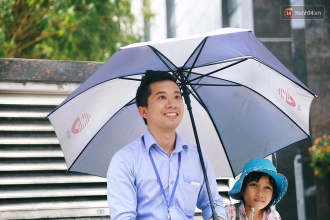 Nhiều người hỗ trợ chỗ học và tặng sách vở miễn phí cho cô trò nhỏ của anh nhân viên ngân hàng - Ảnh 5.