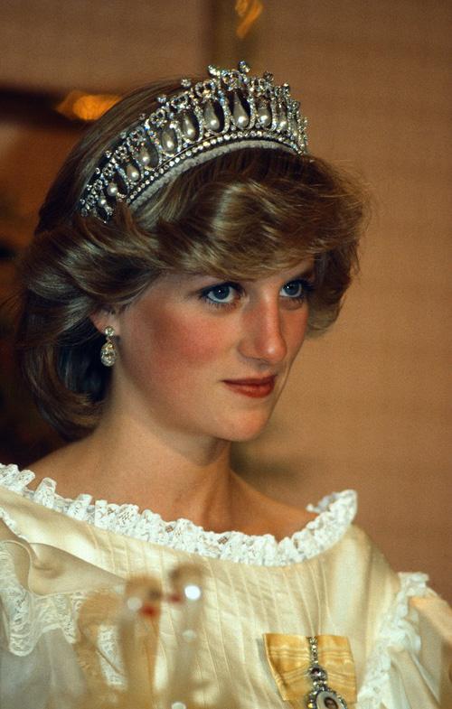 Không phải đen hay nâu, công nương Diana chỉ trung thành với kẻ mắt xanh dương - Ảnh 4.