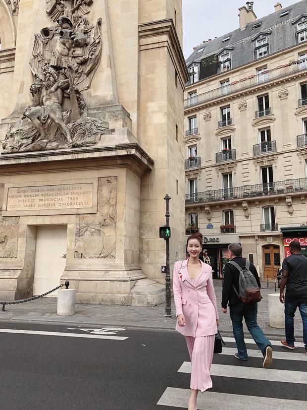 Vừa đấu khẩu chán chê với Tâm Tít xong, Maya quyết định sang ngao du Paris Fashion Week - Ảnh 4.