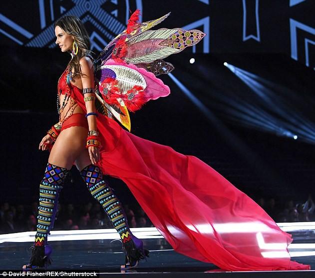 Alessandra Ambrosio chính thức giải nghệ sàn diễn Victorias Secret, giã từ cánh thiên thần sau 14 năm gắn bó - Ảnh 4.