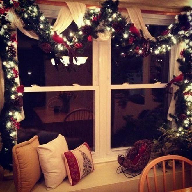 Mang không khí Giáng sinh đến từng khung cửa sổ nhà bạn với hàng loạt ý tưởng trang trí sáng tạo - Ảnh 4.