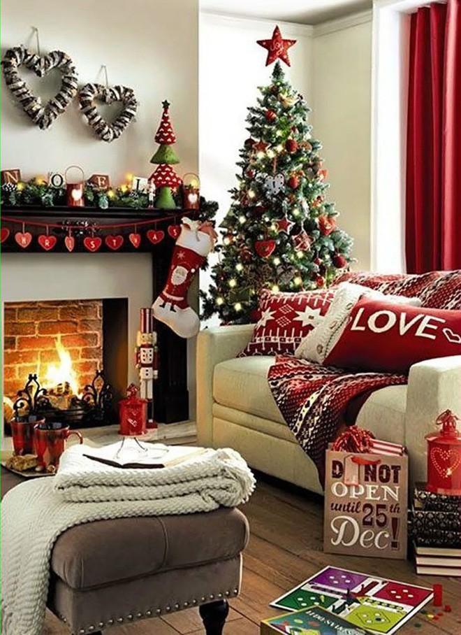 Những kiểu trang trí phòng khách đậm chất Giáng sinh nhìn đã thấy an lành - Ảnh 4.