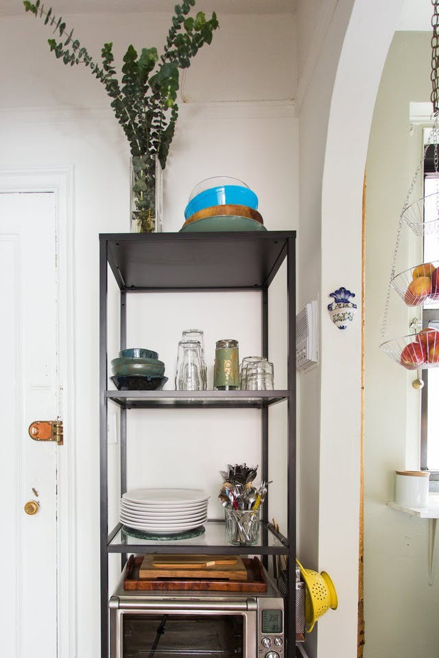 10 cách lưu trữ cực thông minh trong không gian nhà bếp nhỏ hẹp - Ảnh 3.