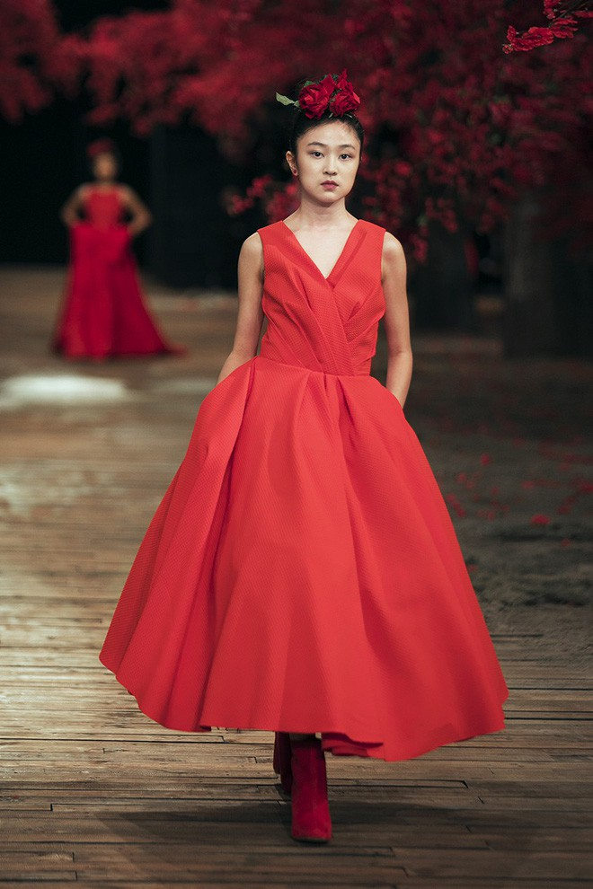 Đến tận ngày cuối cùng của năm 2017, Hoa hậu Kỳ Duyên vẫn phá đảo show diễn của NTK Đỗ Mạnh Cường - Ảnh 34.