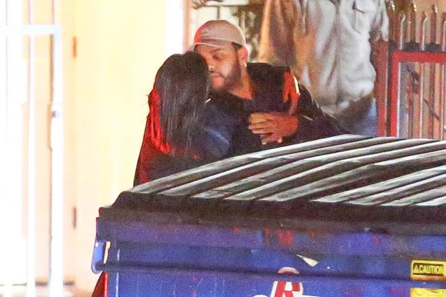 HOT: Selena Gomez lộ ảnh công khai hôn môi The Weeknd tình tứ - Ảnh 5.