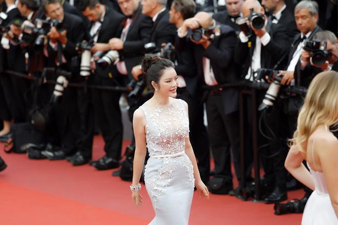 Lý Nhã Kỳ diện cây hàng hiệu hơn 4 tỷ lộng lẫy trên thảm đỏ LHP Cannes ngày 2 - Ảnh 5.