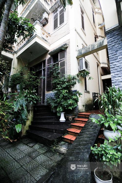 Lần đầu hé lộ ngôi nhà xinh xắn, rợp bóng cây xanh ngoài đời thật của ông trùm Phan Thị - NSND Hoàng Dũng - Ảnh 5.