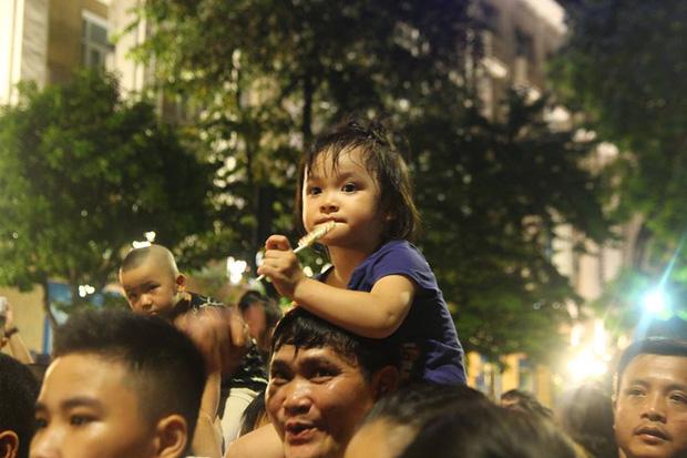 Chùm ảnh: Giới trẻ khắp mọi miền háo hức dạo phố đêm Quốc khánh 2/9 - ảnh 5
