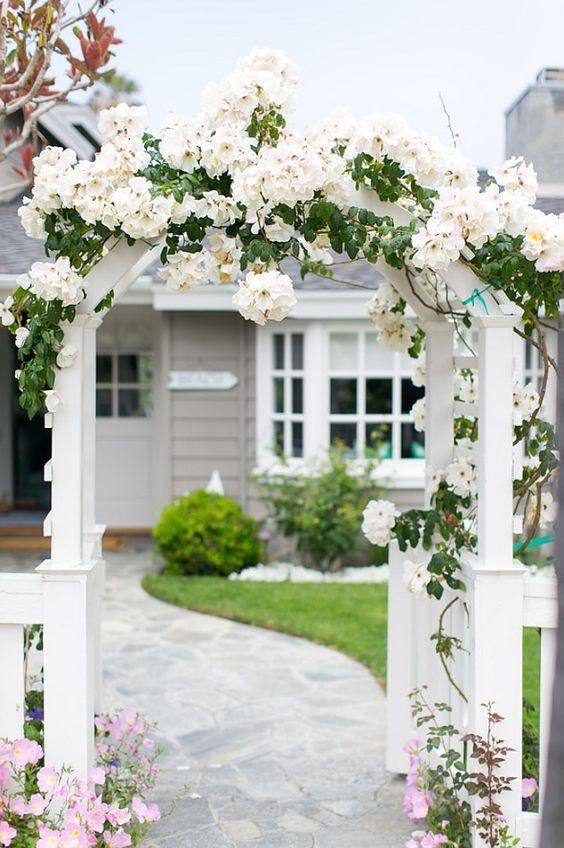 Chiêm ngưỡng vẻ đẹp lộng lẫy của những chiếc cổng nhà tràn ngập hoa - Ảnh 5.
