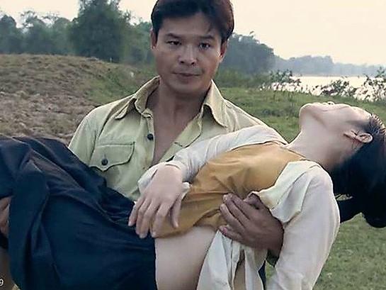 Phim Việt gây tranh cãi vì nhiều cảnh diễn viên nữ không mặc nội y  - Ảnh 2.