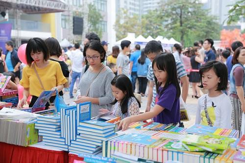 Vinschool Book Fair 2017 đón nhà văn dành cho tuổi teen nổi tiếng thế giới - Ảnh 5.