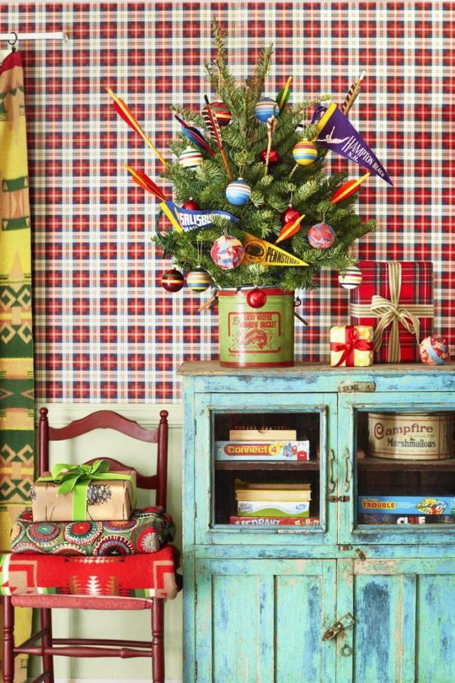17 ý tưởng trang trí cây thông Noel mini đẹp, độc, lạ dành riêng cho nhà nhỏ  - Ảnh 5.