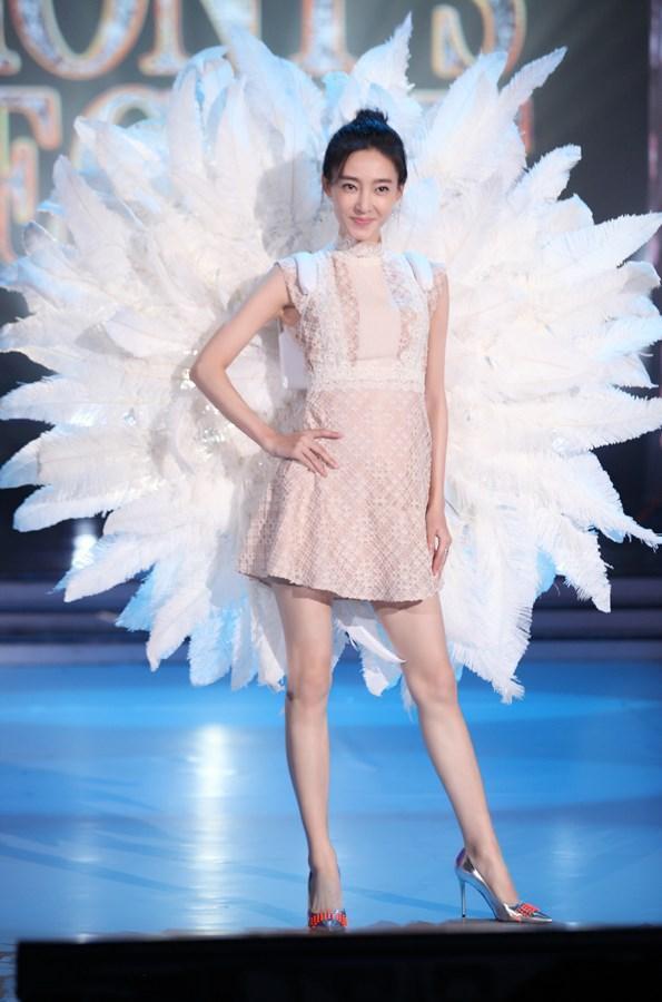 Hóa ra Dương Mịch, Angela Baby... đều đã từng đeo cánh ăn theo các thiên thần Victorias Secret và trổ tài catwalk - Ảnh 5.