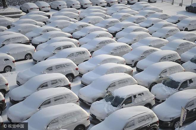 Mùa đông lạnh đóng băng cả quần ở Trung Quốc khiến nhiều người không thể tin nổi - ảnh 5