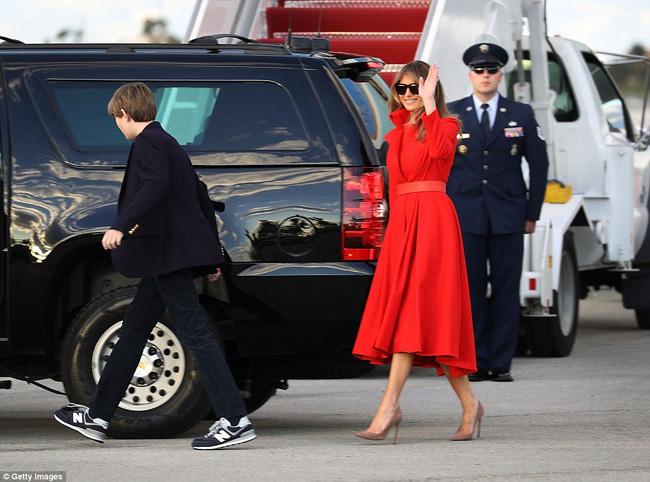 Ông bà ngoại cũng đi nghỉ dưỡng cùng cậu út nhà Tổng thống Mỹ - Ảnh 6.