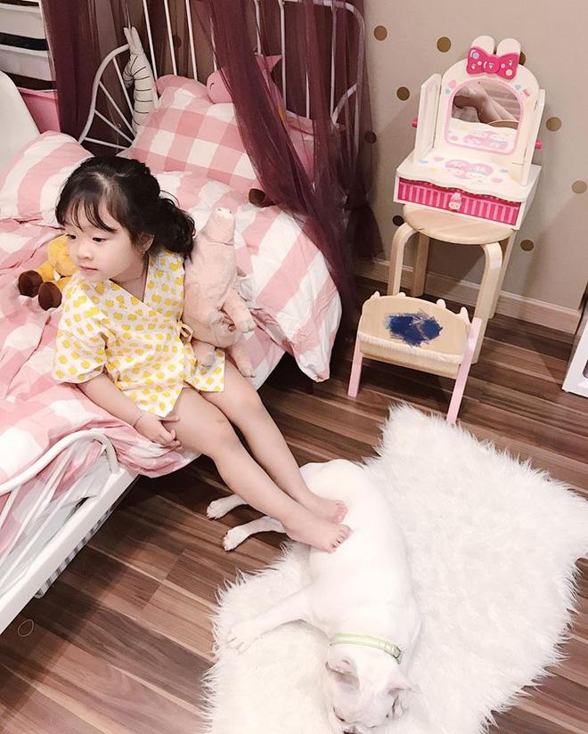 Ai cũng tan chảy khi thấy bé gái xinh xắn bật khóc vì bố dám nhếch mắt nhìn con - Ảnh 6.