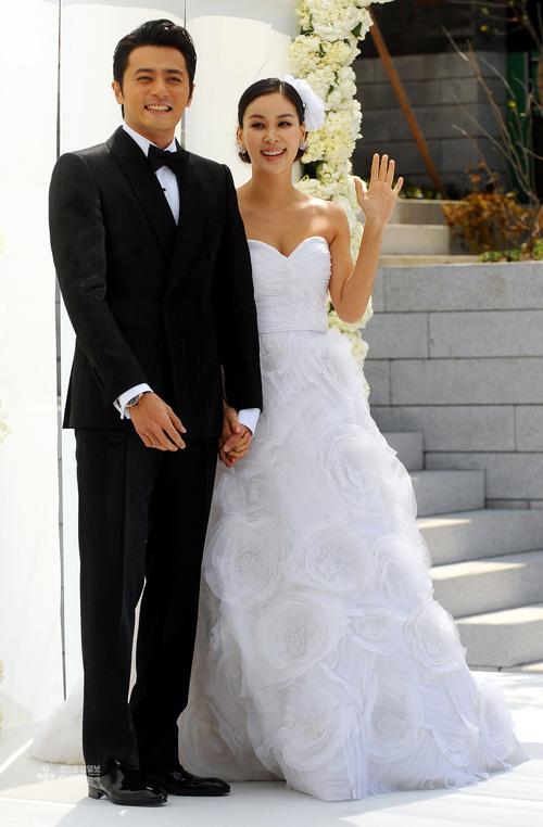 Váy cưới của các mỹ nhân đình đám xứ kim chi: người chi cả tỷ cho hàng hiệu, người diện thiết kế không tên tuổi - Ảnh 6.