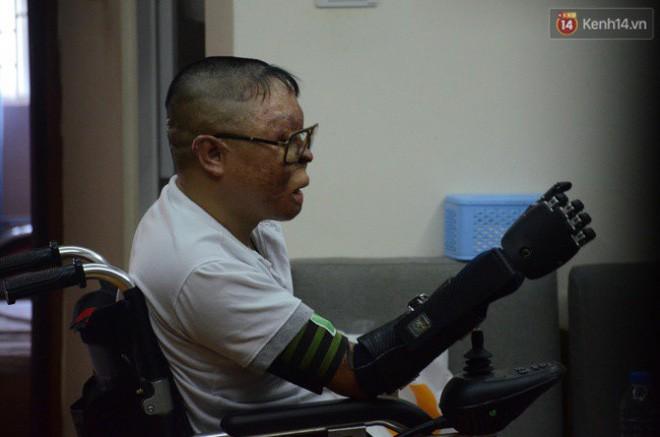 """Chiến sĩ duy nhất sống sót sau vụ rơi trực thăng Hòa Lạc nghẹn ngào với đôi tay giả: """"Tôi vui sướng, hạnh phúc đến quên cả ăn uống"""" - Ảnh 6."""