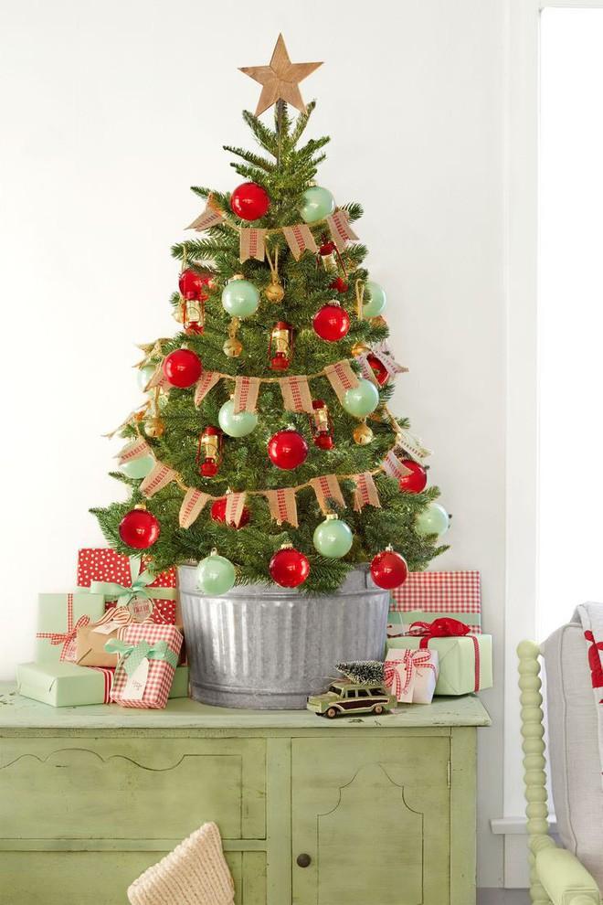 17 ý tưởng trang trí cây thông Noel mini đẹp, độc, lạ dành riêng cho nhà nhỏ  - Ảnh 6.