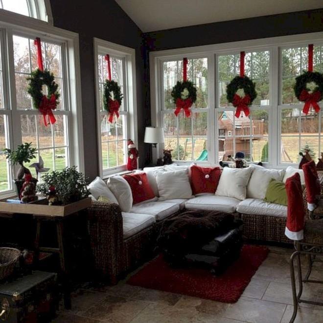Những kiểu trang trí phòng khách đậm chất Giáng sinh nhìn đã thấy an lành - Ảnh 6.