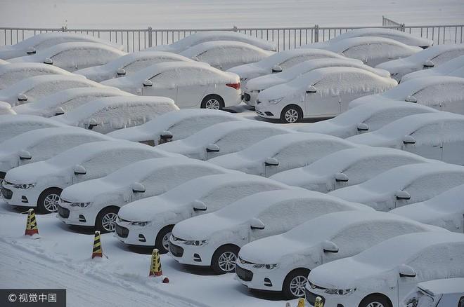 Mùa đông lạnh đóng băng cả quần ở Trung Quốc khiến nhiều người không thể tin nổi - ảnh 6