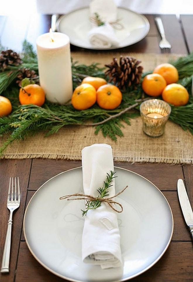 Trang trí bàn ăn thật lung linh và ấm cúng cho đêm Giáng sinh an lành - Ảnh 6.