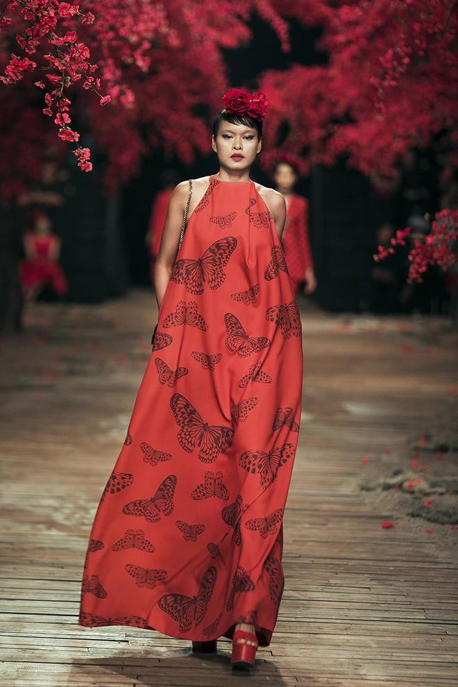 Đến tận ngày cuối cùng của năm 2017, Hoa hậu Kỳ Duyên vẫn phá đảo show diễn của NTK Đỗ Mạnh Cường - Ảnh 6.